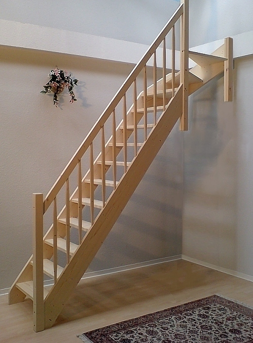 raumspartreppe 1 4 wendelung oben fichte 60 75 cm breit. Black Bedroom Furniture Sets. Home Design Ideas
